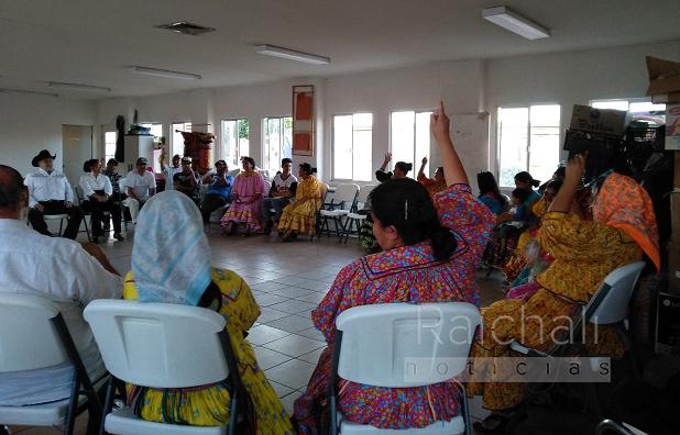 Comunidad rarámuri se defiende de intento de desalojo y director de asentamientos abandona reunión (Chihuahua)