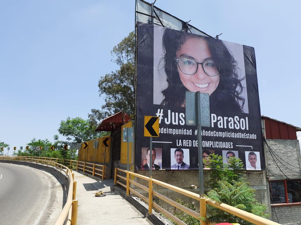 Feministas reinstalan carteles mutilados que pedían justicia al asesinato de Sol (Oaxaca)