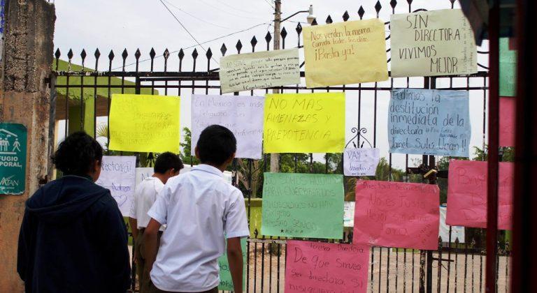 Tras varios días, padres de familia liberan secundaria de Peto (Yucatán)