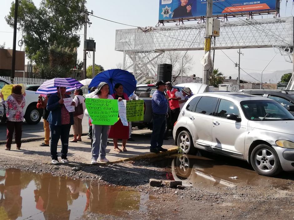 Ciudadanos se manifiestan en Tec de La Laguna contra instalación de Chemours (Durango)