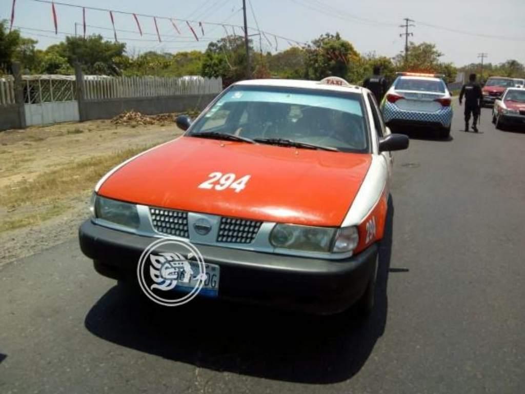 Detienen a taxista mexicano por transportar cuatro migrantes hondureños en Veracruz