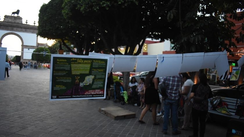 Convocados por el EZLN y el Consejo Indígena de Gobierno, protestan colectivos en León contra proyectos que amenazan la vida
