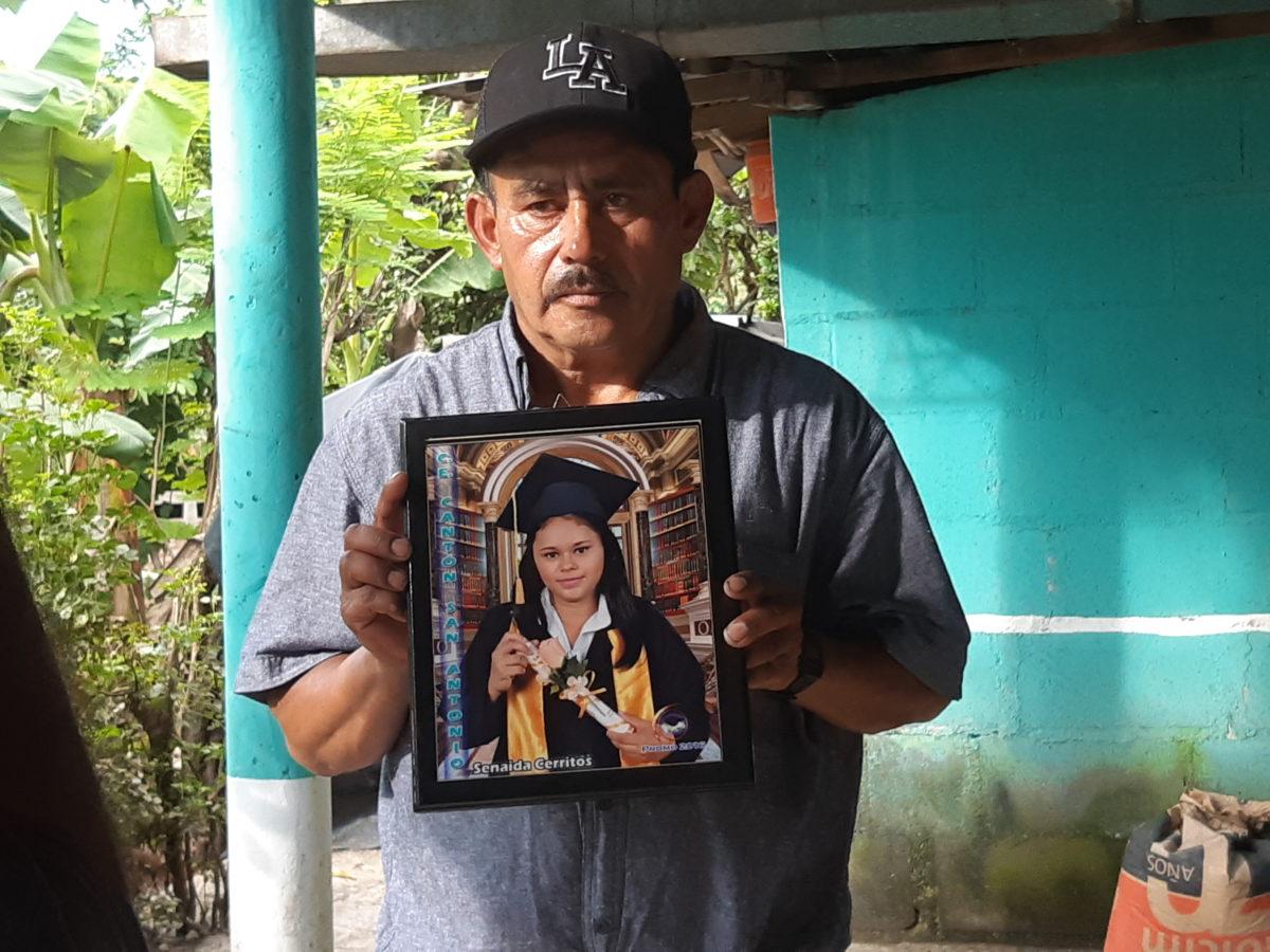 """El padre de la migrante asesinada María Senaida culpa a la policía mexicana; """"ellos la mataron"""""""