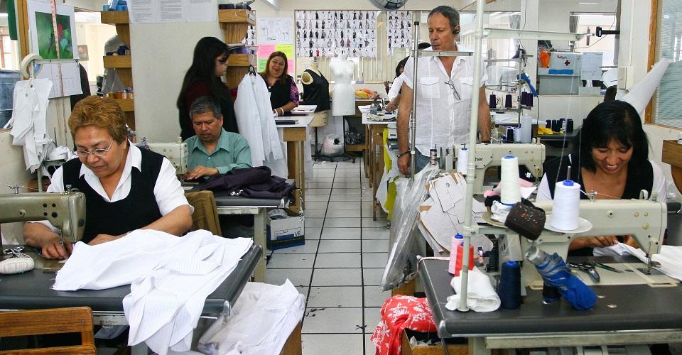 Maquiladoras trabajan largas jornadas, padecen malestares físicos y falta de prestaciones (Oaxaca)