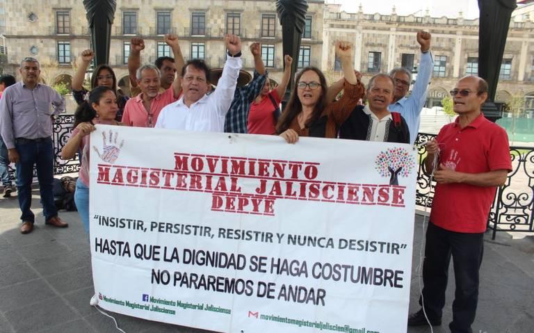 Exigen maestros su reinstalación tras ser cesados por la anterior reforma educativa (Jalisco)