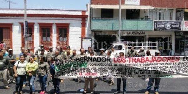 Integrantes del CESAVENAY se manifiestan sobre la Av. México de la Ciudad de Tepic (Nayarit)