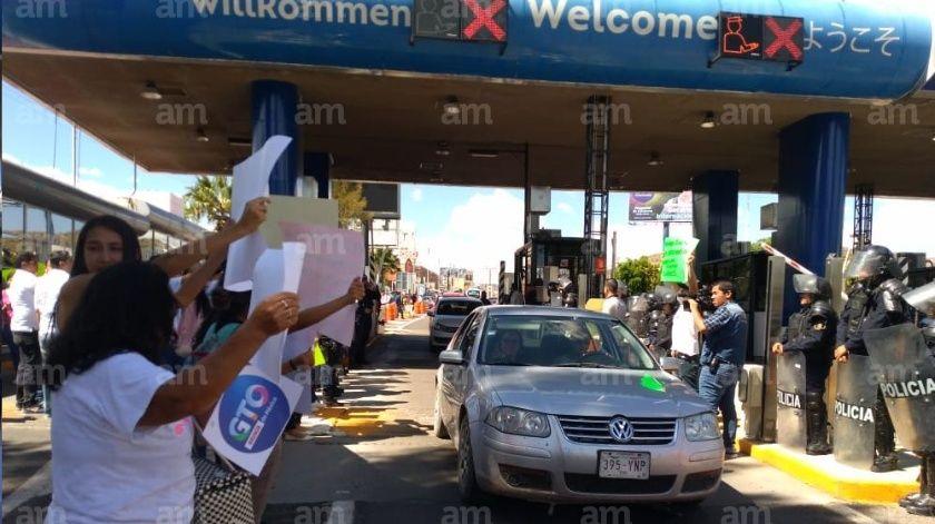 Toman caseta Guanajuato – Silao para exigir justicia por Axel Coronado