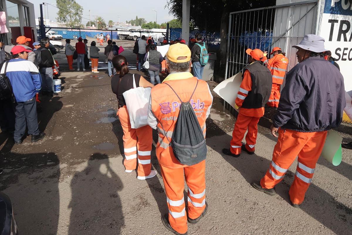 Paran labores en servicios públicos: denuncian acoso laboral del gobierno de Claudia Rivera Vivanco (Puebla)