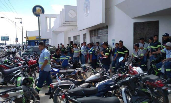 Empleados de cervecera paran labores; denuncian bajos sueldos y largas jornadas laborales (San Luis Potosí)