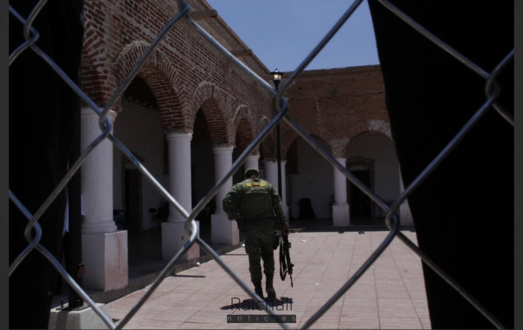 Hacinados y privados de su libertad por la Guardia Nacional, así viven los migrantes en albergue de Jiménez (Chihuahua)