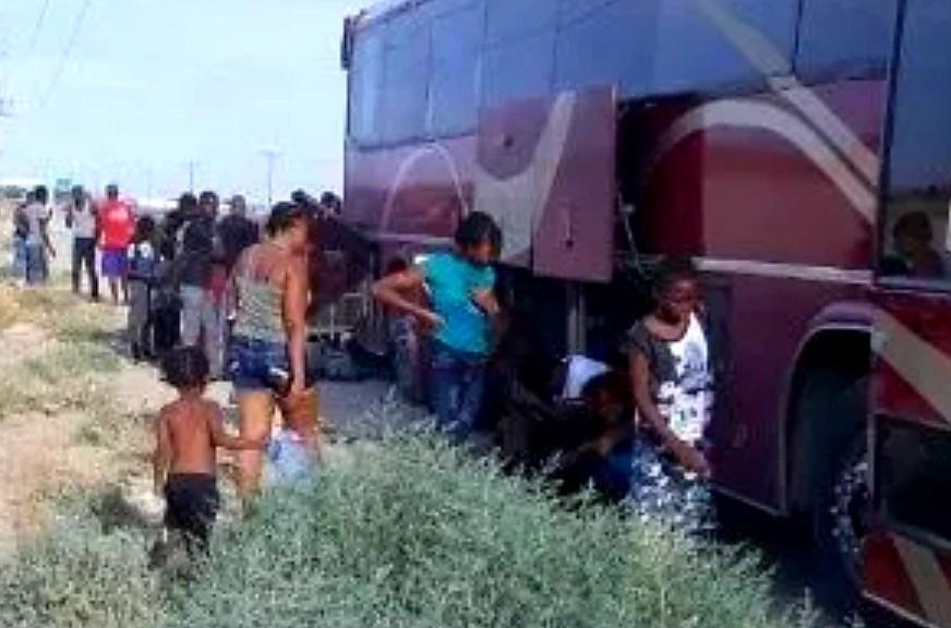 Quedan varados 49 migrantes afroamericanos en carretera SLRC-Mexicali (Baja California)