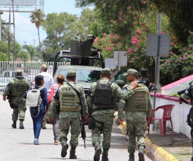 Revisan sus documentos a migrantes (Tamaulipas)