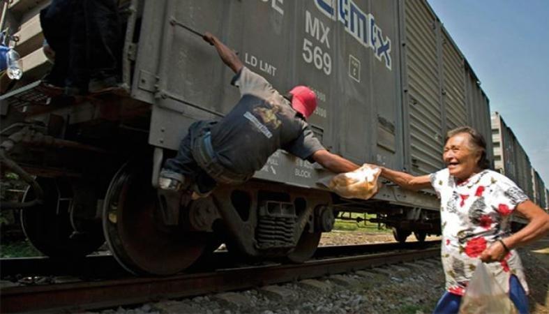 """""""Trump está loco, vamos a seguir ayudando a los migrantes"""": Las Patronas (Veracruz)"""