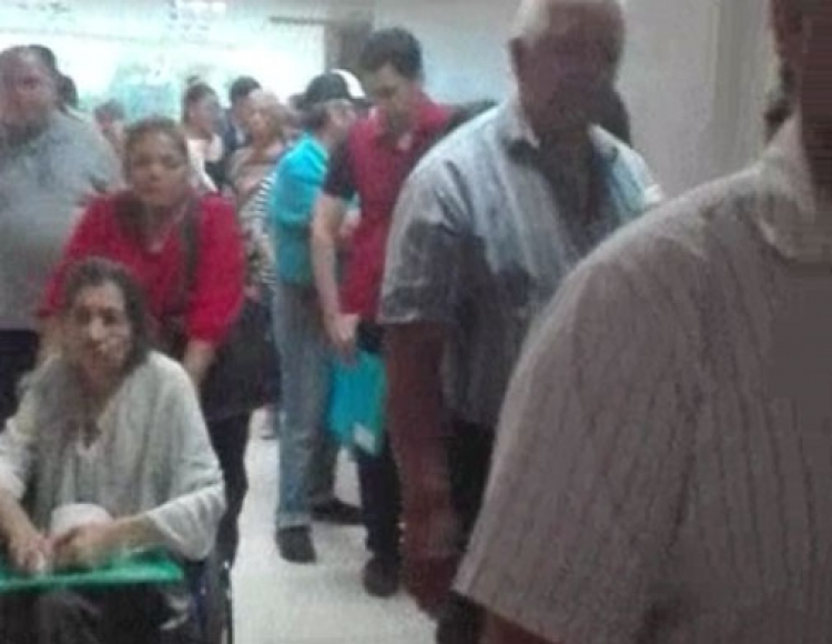 Hasta tres horas hacen fila por un medicamento en el ISSSTE (Sinaloa)