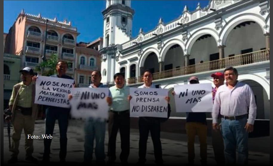 Periodistas se manifiestan en Veracruz