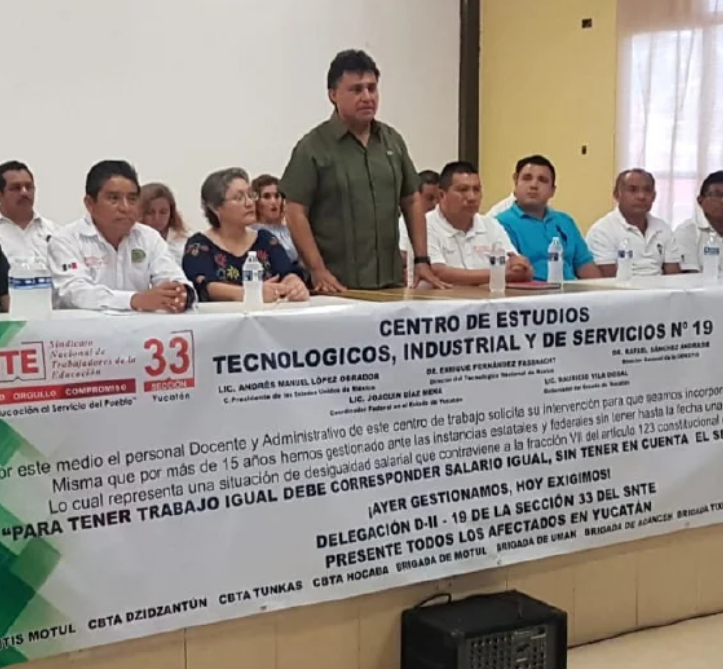 Inconformidad de maestros y de personal administrativo (Yucatán)
