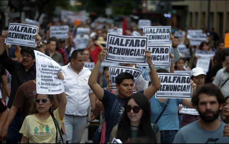 Marchan de nuevo contra el aumento al transporte; anticipan amparos (Jalisco)