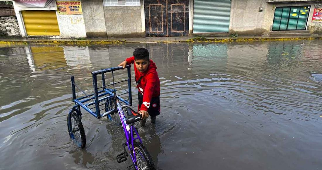 Edomex: El agua sucia de la presa El Ángulo se mete a las casas; es culpa de parque industrial, acusan