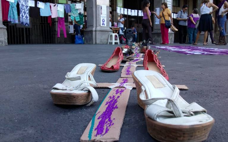 Frente Feminista de Morelos realiza plantón en Plaza de Armas