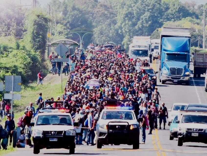 """El gobierno de AMLO usa al """"nuevo Cisen"""" para monitorear las caravanas migrantes"""