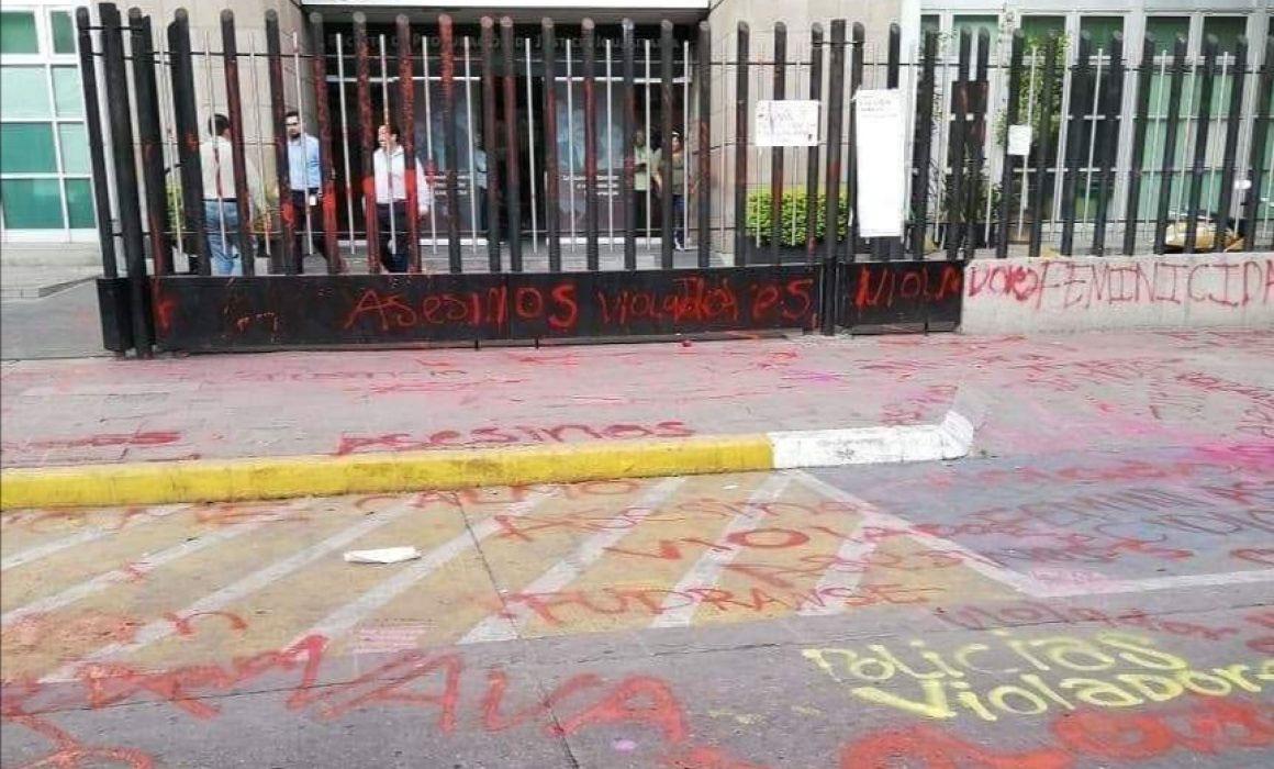 Vandalizan edificio de Fiscalía en San Luis Potosí por feminicidios
