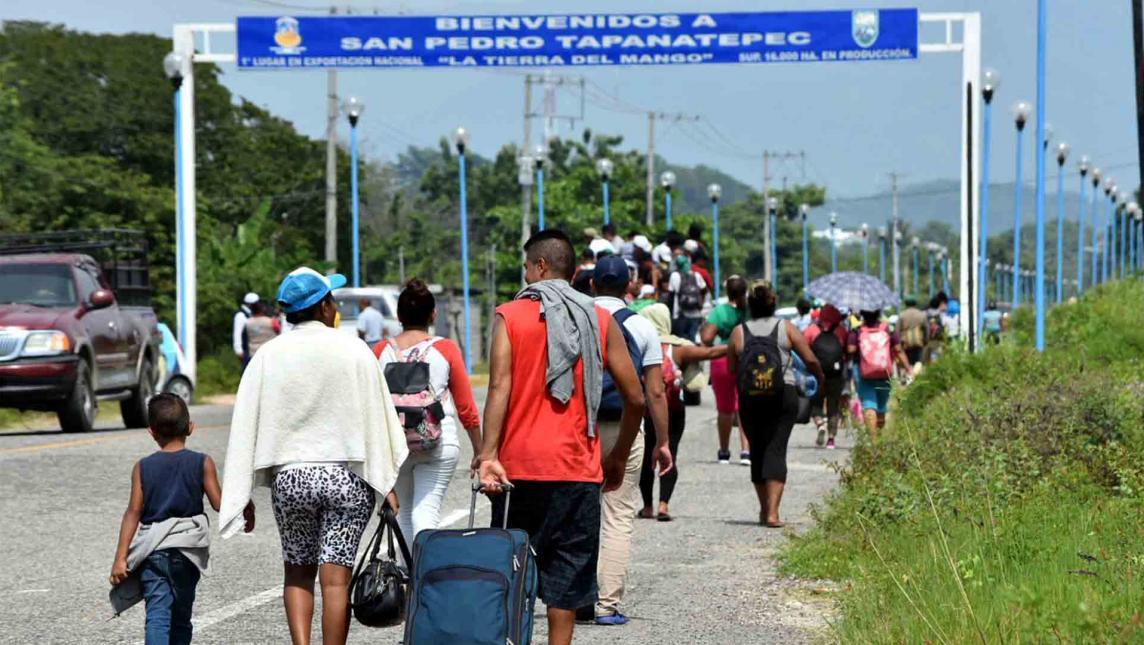 Migrantes acusan a policías por robo y extorsión