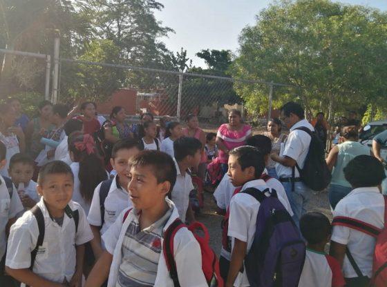 Toman escuela de Motul hasta que les manden maestro
