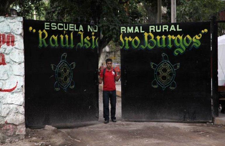 Advierten estudiantes de Ayotzinapa que lucharán contra intentos de cerrar esa escuela (Guerrero)