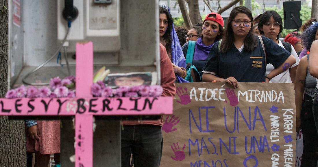 A Lesvy Berlín la estrangularon en CU, no se suicidó, demuestra un forense durante la audiencia (Ciudad de México)