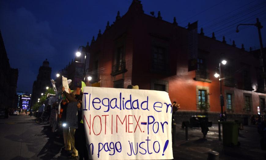 Extrabajadores de Notimex exigen liquidación