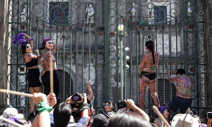 Marcha de la Putas toma las calles del Centro Histórico (Puebla)