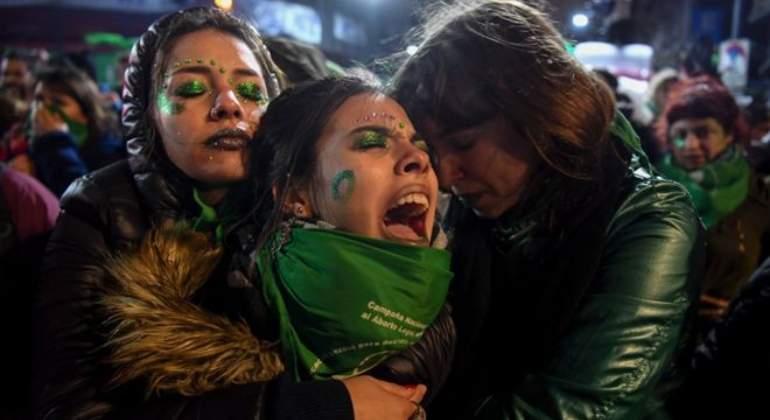 Comisiones aprueban exclusión de matrimonio igualitario y castigo al aborto propuestos por Barbosa (Puebla)