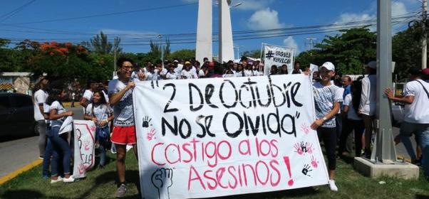 Marchan alumnos de Cancún a 51 años de la matanza estudiantil del 2 de octubre de 1968 en Tlatelolco