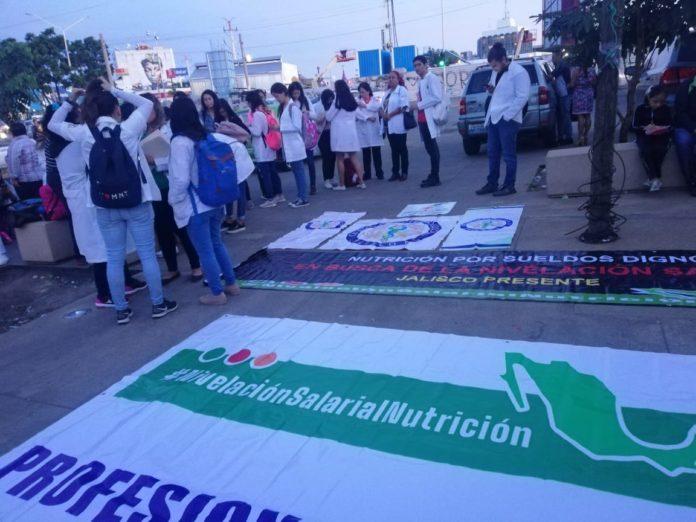Nutriólogos exigen nivelación salarial, profesionalización e inserción laboral (Jalisco)