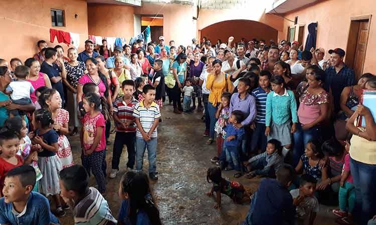 El gobierno se olvidó de nosotros, se quejan desplazados de la sierra en Tecpan (Guerrero)