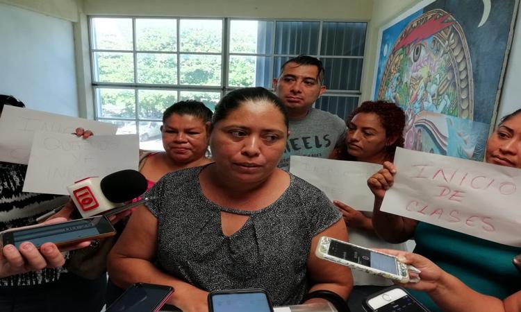 Protestan padres del CAM en Cancún por falta de maestros
