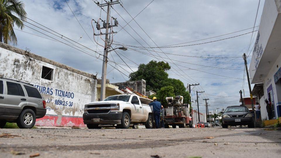 Vecinos pasan más de 48 horas sin energía eléctrica en Mazatlán (Sinaloa)