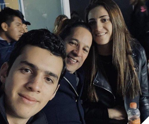 Declina gobernador de Querétaro atender a usuarios del transporte; presume sus fotos en el futbol