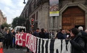Estudiantes protestan frente a Antigua Escuela de Medicina (Ciudad de México)