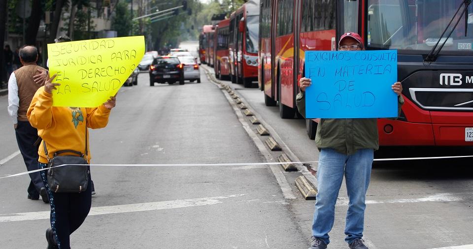 Padres de niños con cáncer exigen certeza sobre medicamentos con desaparición del Seguro Popular (Ciudad de México)