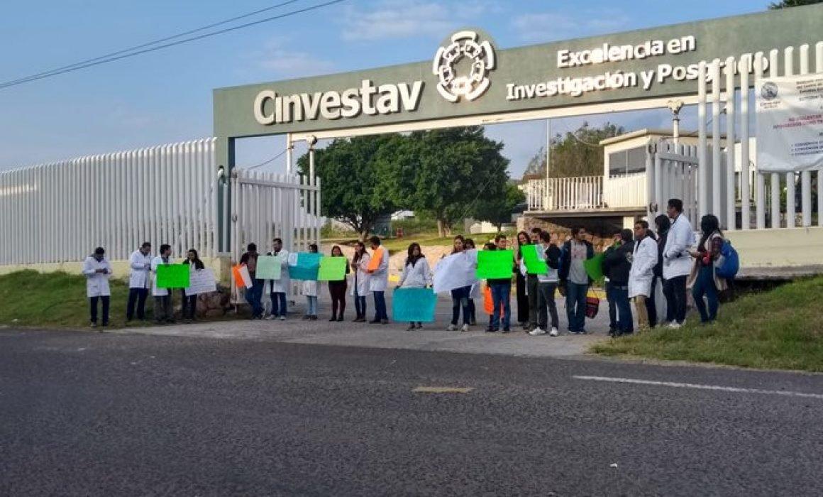 Protestan por recortes en Cinvestav (Querétaro)