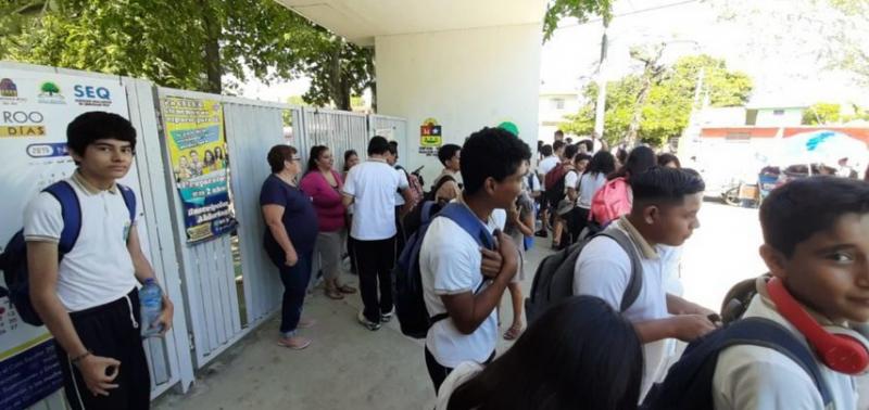 Madres de familia toman secundaria de Chetumal por falta de subdirectora, cese de pago a maestros y nulo mantenimiento del plantel