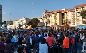 Trabajadores de la SEP bloquean Avenida Universidad; reclaman recortes a bonos (Ciudad de México)