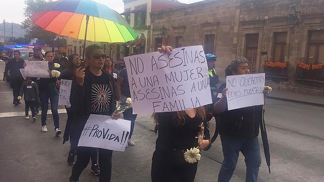Marchan en Morelia en contra de los feminicidios