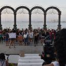 """Mujeres vallartenses entonan """"El violador eres tú"""" en el malecón (Jalisco)"""