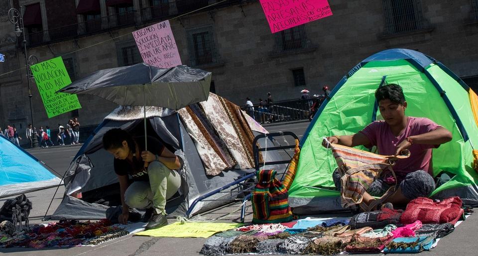 Quitan a indígenas mercancía: gobierno de CDMX dice que ya les fue devuelta y que investiga el caso