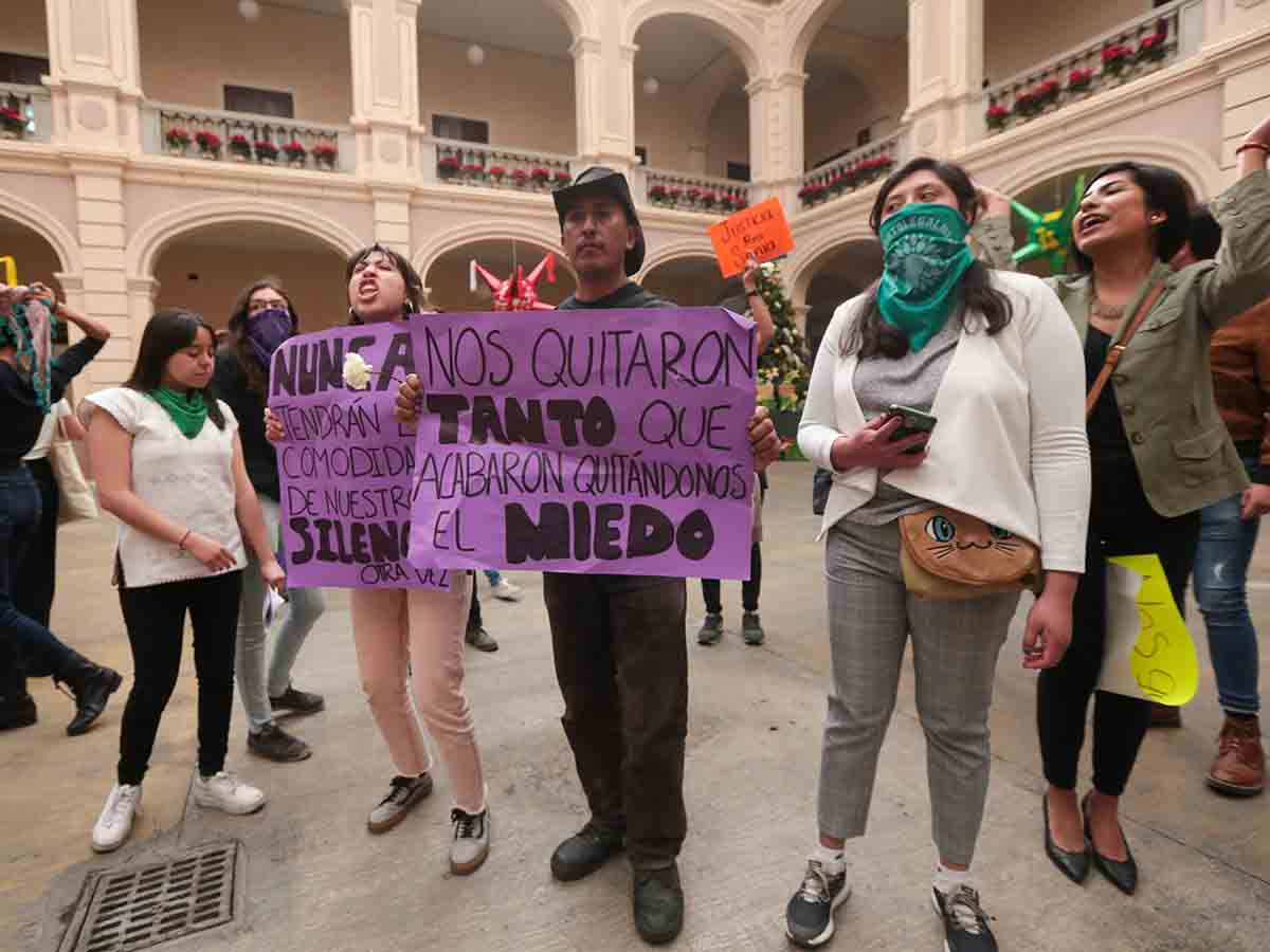 Toman Rectoría 5 horas por asesinato de maestra de UAEM (Estado de México)