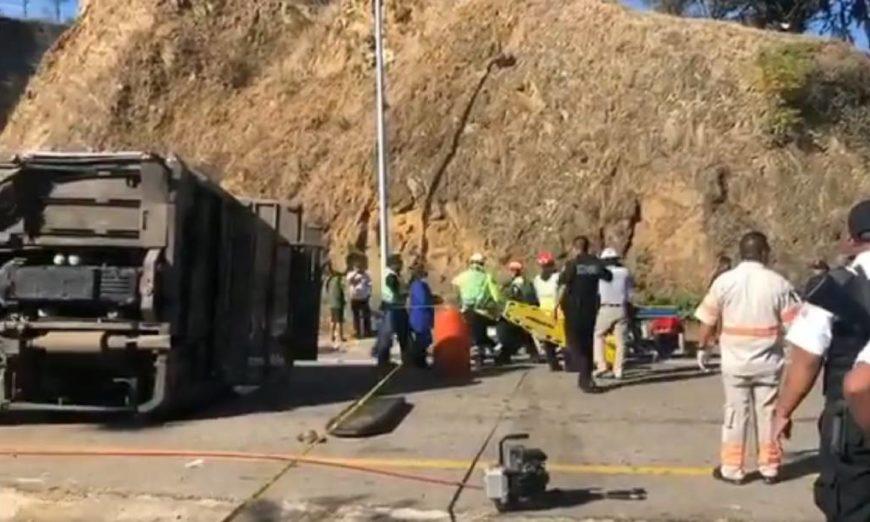 Vuelca autobús con jornaleros en Oaxaca; reportan dos muertos y 36 heridos
