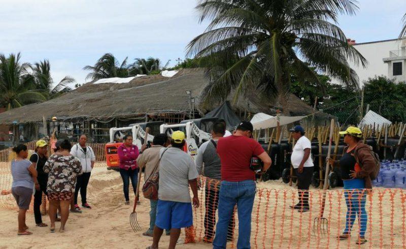 Playa del Carmen: recogedores de sargazo, en paro de labores