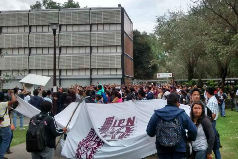 Ahora en el IPN se van a paro tres escuelas (Ciudad de México)